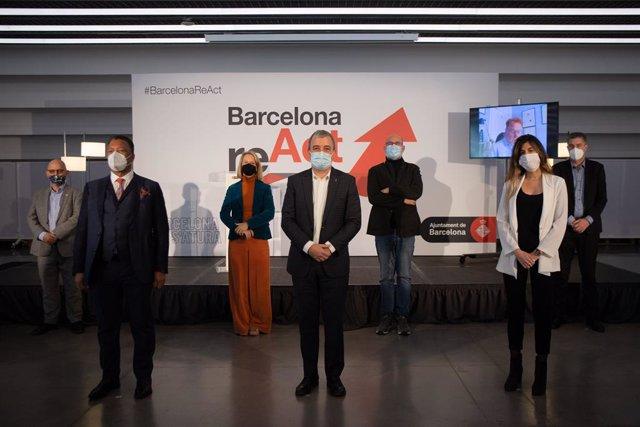 (E-D) El membre fundador de Greenpeace, Rémi Parmentier; el director de la fira audiovisual ISE, Michael Blackman; la directora de Disseny Hub Barcelona, Mireia Escobar; el primer tinent d'alcalde Jaume Collboni; entre d'altres.