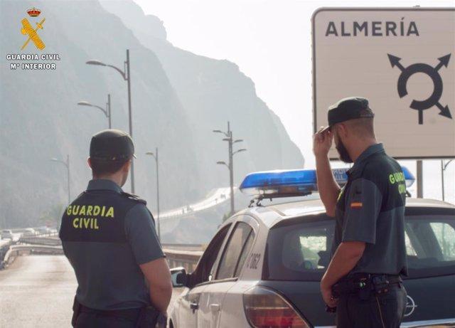 Archivo - Agentes de Guardia Civil en Almería
