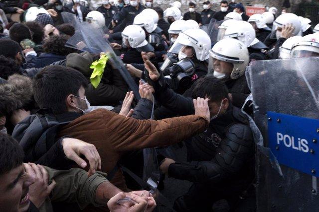Protestas contra el Gobierno de Turquía en la Universidad Bogazici de Estambul.