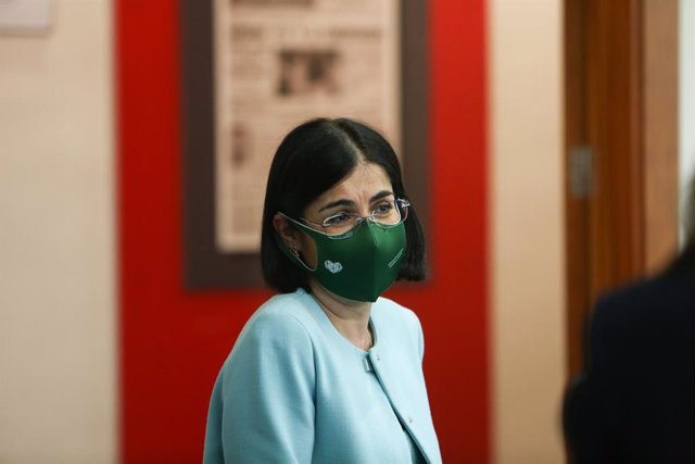 La ministra de Sanidad, Carolina Darias, tras ofrecer una rueda de prensa tras la reunión del Consejo Interterritorial de Salud, en Madrid (España), a 17 de marzo de 2021. Se trata de la segunda comparecencia de Darias tras la suspensión temporal de la va