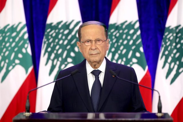 Archivo - HANDOUT - 21 November 2020, Lebanon, Baabda: Lebanese President Michel Aoun delivers a televised address on the eve of the country's 77th independence day, at the presidential palace. Photo: -/Dalati & Nohra/dpa - ATTENTION: editorial use only a