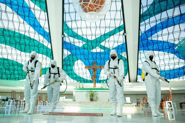 Archivo - 03 September 2020, Brazil, Brasília: Members of the Brazilian army wearing  full protective suits, disinfect Our Lady of Aparecida cathedral amid the Coronavirus (Covid-19) outbreak. Photo: Myke Sena/dpa