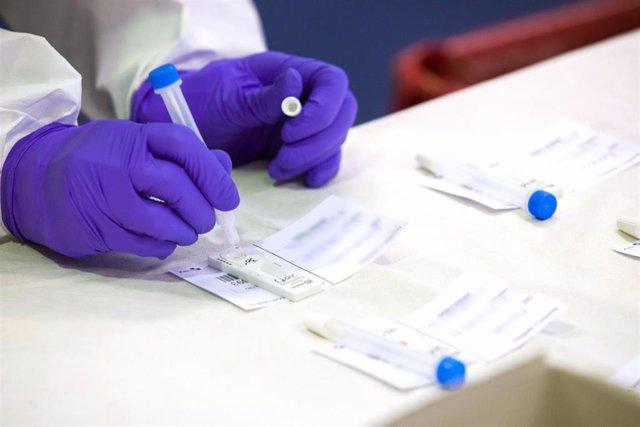 Archivo - Aragón notifica 111 positivos por COVID-19 y 194 altas epidemiológicas en las últimas 24 horas.