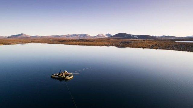 Recogida de sedimentos en un lago de la isla de Baffin