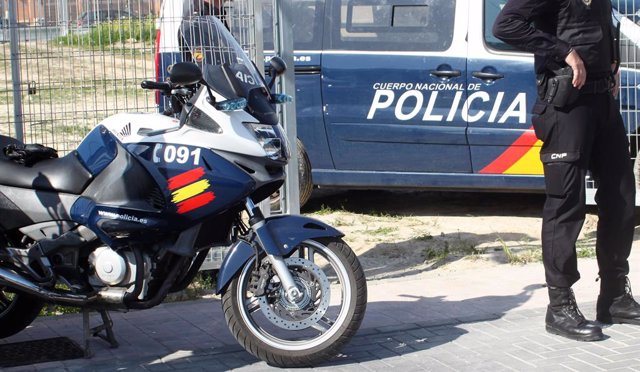 Archivo - Vehículos de la Policía Nacional