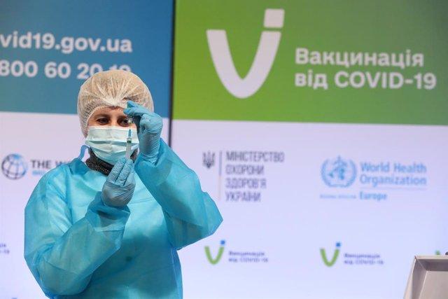 Campaña de vacunación contra el coronavirus en Kiev