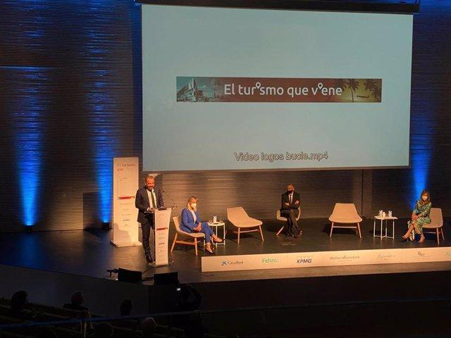 El consejero delegado de Meliá Hotels International, Gabriel Escarrer, durante su intervención en la presentación del libro 'El turismo que viene'.