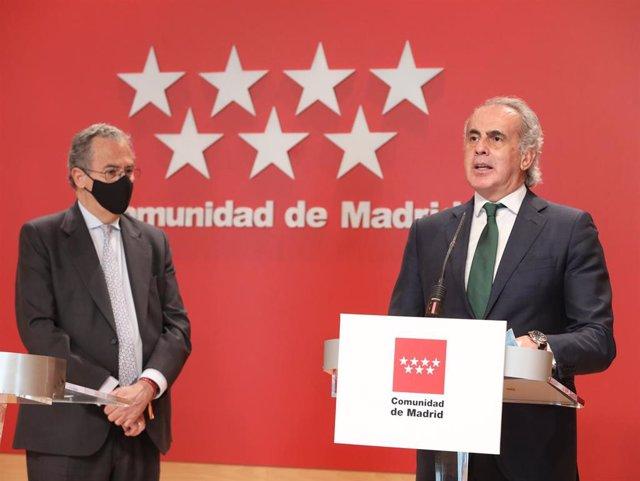 El consejero de Educación y Juventud y portavoz del Gobierno de la Comunidad de Madrid, Enrique Ossorio y el consejero de Sanidad
