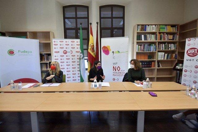 Irene Montero (centro), entre Carmen Castilla y Nuria López.