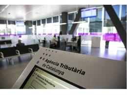 Archivo - Un ordinador de l'Agència Tributària de Catalunya (Arxiu)