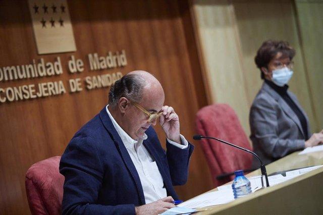 El viceconsejero de Salud Pública y Plan COVID-19 de la Comunidad de Madrid, Antonio Zapatero y la directora general de Salud Pública, Elena Andradas