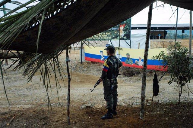 Archivo - Guerrilero del Frente 36 de las ya disueltas Fuerzas Armadas Revolucionarias de Colombia (FARC)  en una foro tomada en 2017.