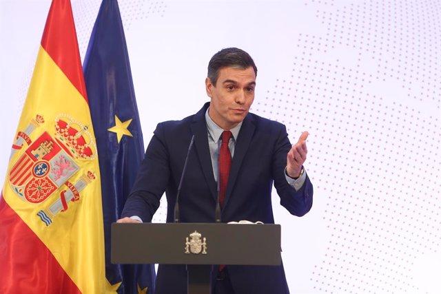 El presidente del Gobierno, Pedro Sánchez; interviene en el acto de presentación de la Guía de la Política Exterior Feminista, con la que España sigue los pasos de un conjunto de países que ya lo han hecho, en el Palacio de la Moncloa, Madrid, (España), a