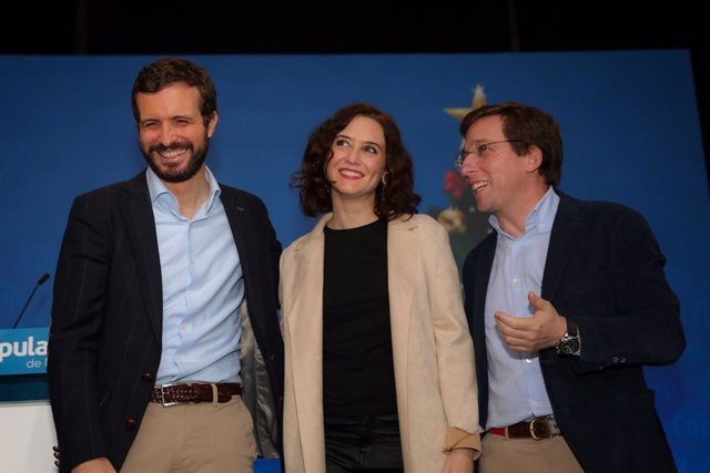 Archivo - El presidente nacional del PP, Pablo Casado, la presidenta de la Comunidad de Madrid, Isabel Díaz-Ayuso, y el alcalde de Madrid, José Luis Martínez Almeida