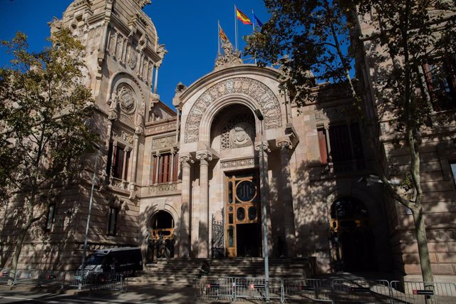 Archivo - Arxiu - Façana de l'Audiència de Barcelona.