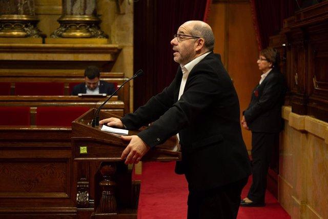Archivo - El portavoz de Junts per Catalunya en el Parlament, Lluís Guinó, interviene en un pleno.