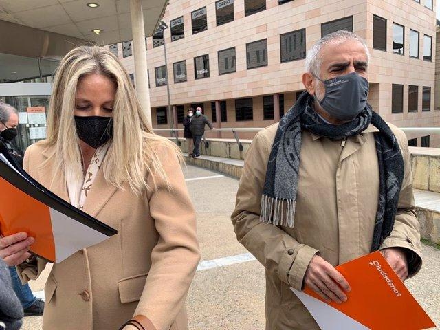 El líder de Cs, Carlos Carrizosa, i la diputada de Cs a la Diputació de Lleida, Maria Burrel.