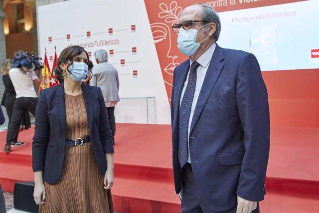 Archivo - (I-D) La presidenta de la Comunidad de Madrid, Isabel Díaz Ayuso, y el portavoz del PSOE en la Asamblea de Madrid, Ángel Gabilondo