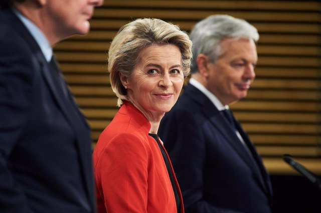 HANDOUT - 17 March 2021, Belgium, Brussels: European Commission President Ursula von der Leyen (C) attends a press conference on the Commission's response to COVID-19 and the EU new vaccine certificate. The European Commission on Wednesday proposed the in