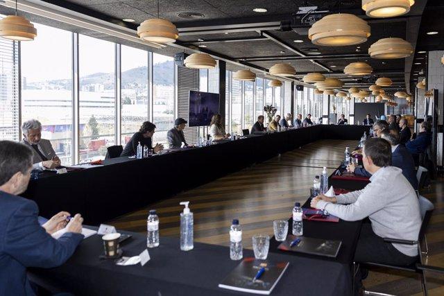 Primera reunión de la Junta Directiva del FC Barcelona presidida por Joan Laporta, en la Sala Roma del Camp Nou
