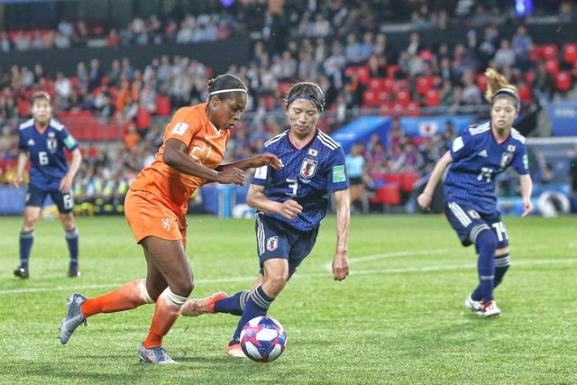 Archivo - RENNES, 24-06-2019 , Roazhon Park, World Cup Football Women. Netherlands player Lineth Beerensteyn Japan player Aya Sameshima during the match Netherlands - Japan 2-1.