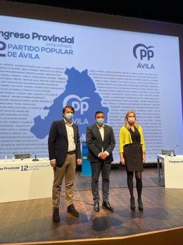 El presidente del PP de Castilla y León, y de la Junta, Alfonso Fernández Mañueco; el presidente del PP de Ávila, Carlos García, y la vicesecretaria de organización del PP, Ana Beltrán.