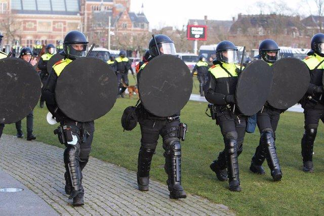 Archivo - Arxiu - Policies antiavalots a Amsterdam