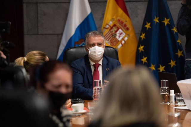 Archivo - El presidente de Canarias, Ángel Víctor Torres, en una reunión del Consejo de Gobierno