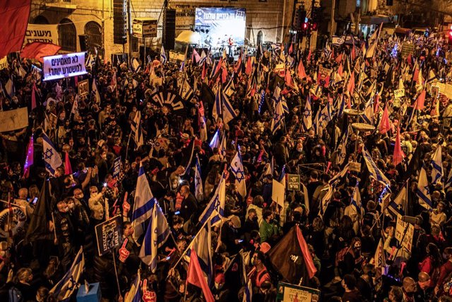 Manifestacions massives a Israel contra el primer ministre a dos dies de les eleccions.