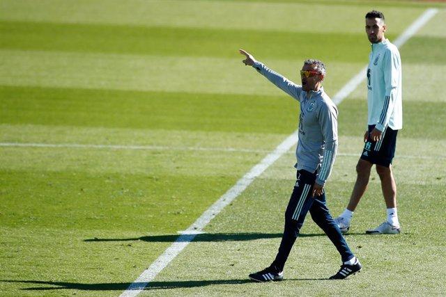 Archivo - Luis Enrique, head coach , during the during the Training Spain at the La Ciudad del fútbol de Las Rozas on october 06, 2020 in Las Rozas, Madrid, Spain.
