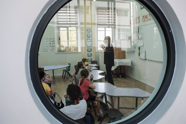 Archivo - 01 November 2020, Israel, Jerusalem: Pupils are seen inside their class as hundreds of thousands of first- to fourth-graders return to schools during the second stage of the country's exit strategy from a nationwide coronavirus lockdown. Photo: