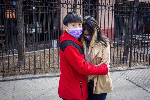 Archivo - Una pareja en Chinatown