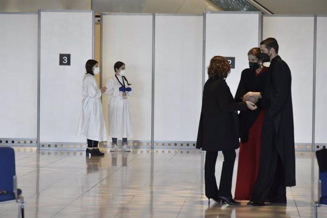Els assistents als premis Gaudí es fan proves PCR