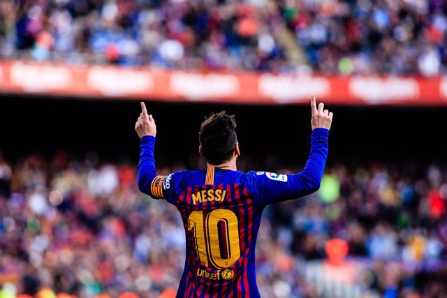 """Archivo - 10 Leo Messi of FC Barcelona celebrating his goal during the """"Derby"""" of La Liga match between FC Barcelona and RCD Espanyol in Camp Nou Stadium in Barcelona 30 of March of 2019, Spain."""