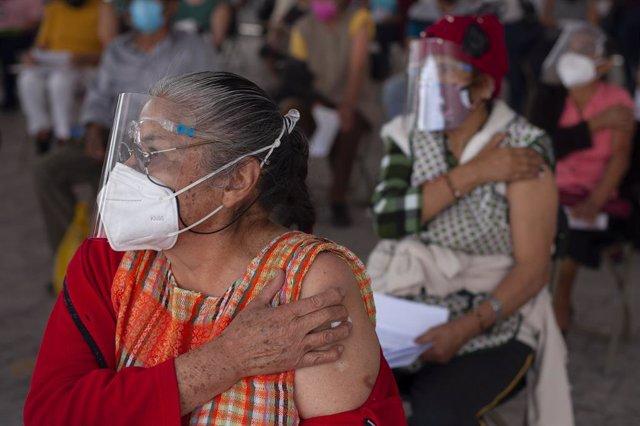 19 March 2021, Mexico, Nezahualcoyotl: Elderly people wait to receive the free CanSino coronavirus (Covid-19) vaccine in the municipality of Nezahualcoyotl. Photo: Antonio Nava/Prensa Internacional via ZUMA/dpa