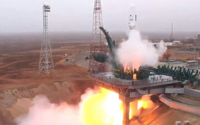 L'Enxaneta s'enlaira dins d'una nau amb altres nanosatèl·lits des del Kazakhstan.