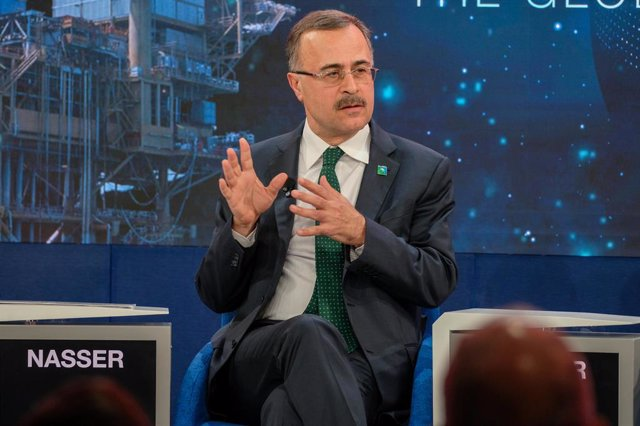 Archivo - FILED - 23 January 2020, Switzerland, Davos: CEO of Saudi Aramco Amin H. Nasser speaks during a plenary session at the 50th World Economic Forum annual meeting. Saudi Aramco's president and CEO, Amin H. Nasser, participated today in the Global C