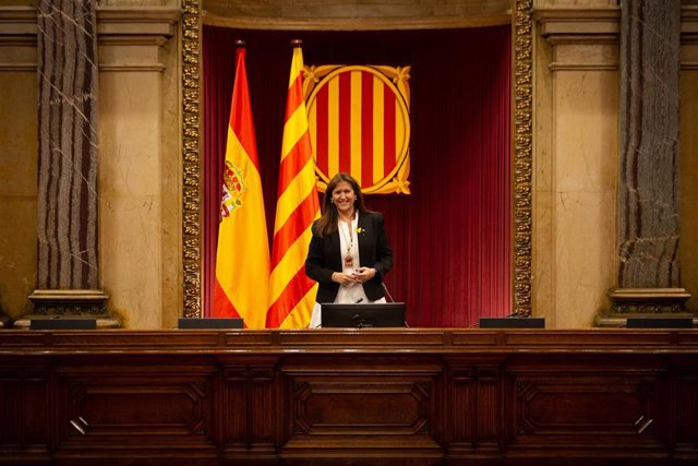 La candidata de Junts, Laura Borràs, posa en el Auditorio del Parlament de Catalunya tras ser proclamada nueva presidenta de la Cámara catalana en el inicio de la XIII legislatura, en Barcelona, Catalunya, (España), a 12 de marzo de 2021. La nueva preside