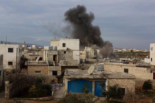 Archivo - Bombardeo del Ejército de Siria en la provincia de Alepo