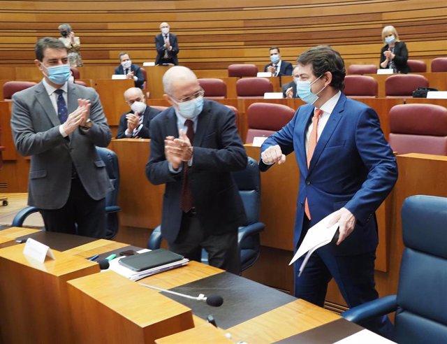 Igea junto a Mañueco al inicio del pleno de la moción de censura