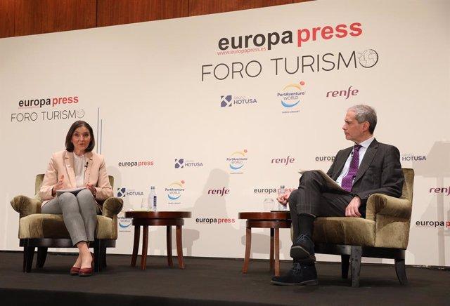 La ministra de Industria, Comercio y Turismo, Reyes Maroto, responde en una entrevista con el director de Europa Press, Javier García Vila, en los Desayunos Informativos sobre Turismo del Foro Turismo de Europa Press , a 22 de marzo de 2021.