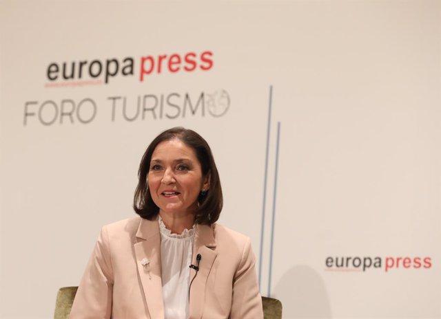 La ministra de Industria, Comercio y Turismo, Reyes Maroto, interviene en la inauguración de los nuevos Desayunos Informativos sobre Turismo por Foro Turismo de Europa Press en el Hotel Eurostars Madrid Tower, en Madrid (España), a 22 de marzo de 2021.