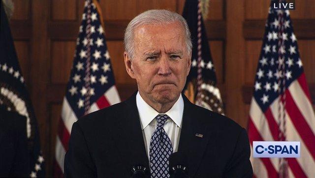 Joe Biden dando un discurso después de visitar la comunidad asiática en Atlanta que sufrió un ataque armado