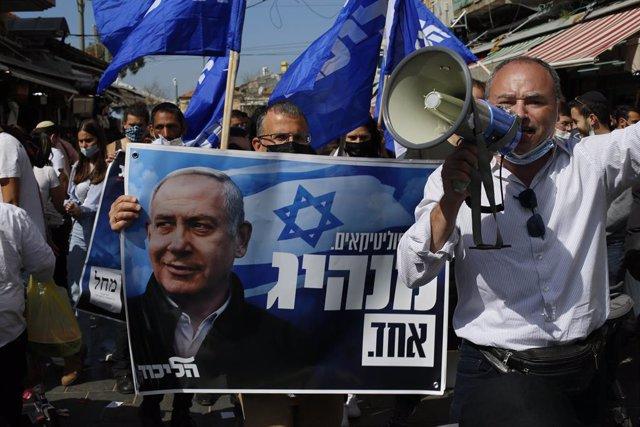 Seguidores del Likud del primer ministro de Israel, Benjamin Netanyahu, antes de las legislativas
