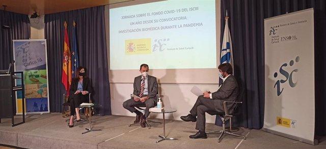 La directora del ISCIII, Raquel Yotti; el ministro de Ciencia e Inovación, Pedro Duque, y el subdirector general de Evaluación y Fomento de la Investigación del Instituto, Cristóbal Belda