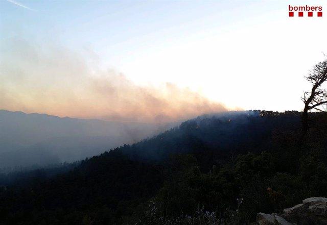 Imágenes del incendio en Senan (Tarragona) el domingo.