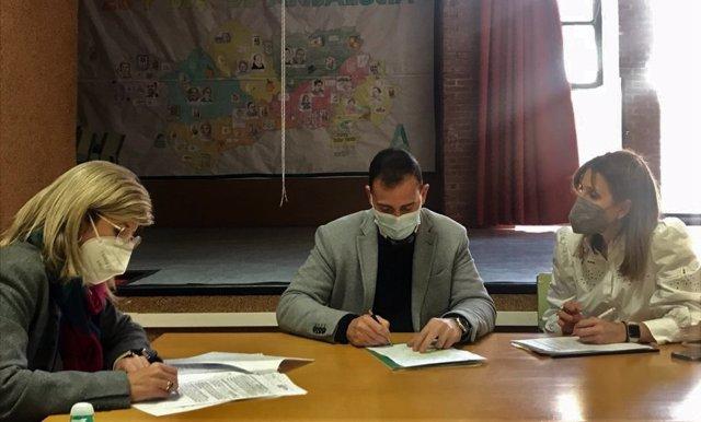 El delegado de Educación se reúne con representantes del Ayuntamiento de El Ejido