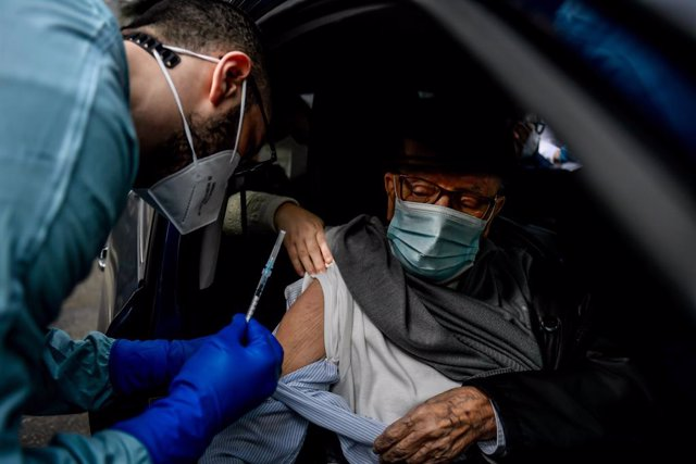 04 March 2021, Italy, Milan: Ahealth worker administers a dose of  COVID-19 vaccine to an elderly woman, at the premises of Baggio Military Hospital in Milan. Photo: Claudio Furlan/LaPresse via ZUMA Press/dpa