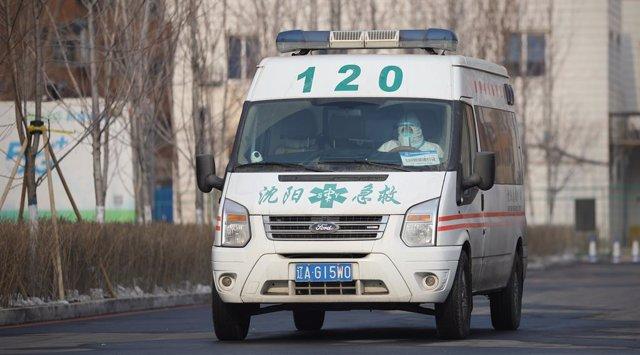 Archivo - Una ambulancia en China