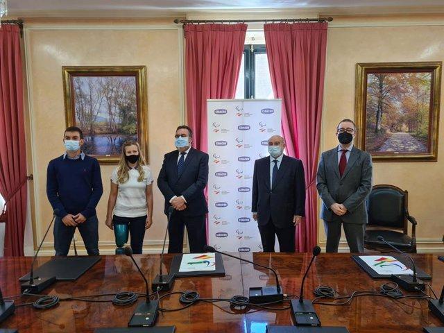 Gerard Descarrega, Desiree Vila, Miguel Carballeda y José María Collantes tras la firma del convenio entre el CPE y el Grupo Cidacos